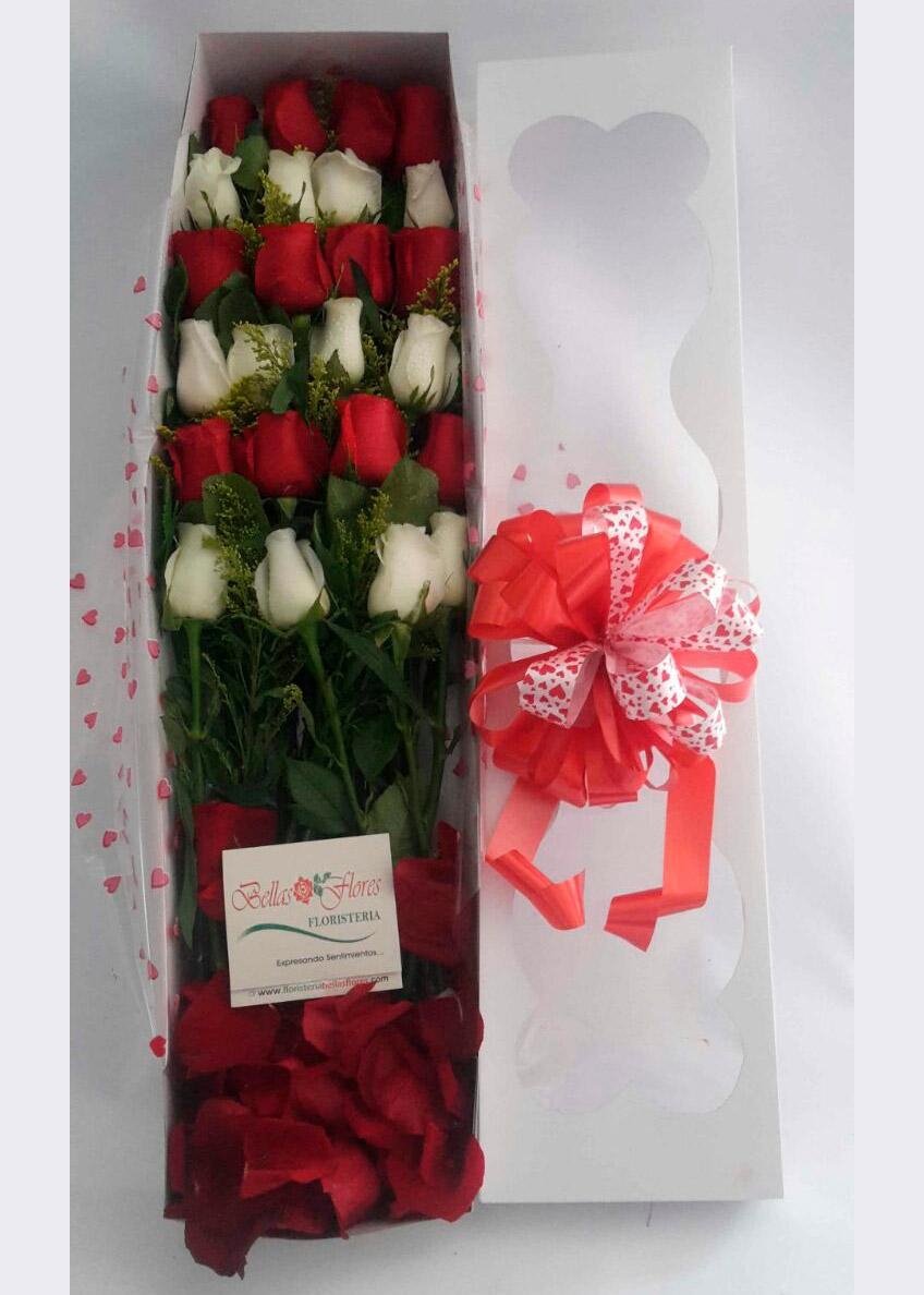 Caja De Rosas Rojas Y Blancas Bellas Flores